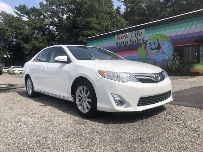 2013 TOYOTA CAMRY XLE - Phenomenal Reliability Rating! Spacious Interior!!