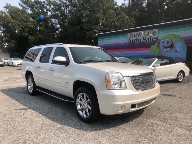 2010 GMC YUKON XL 1500 DENALI - Fully Loaded with All the Goodies!