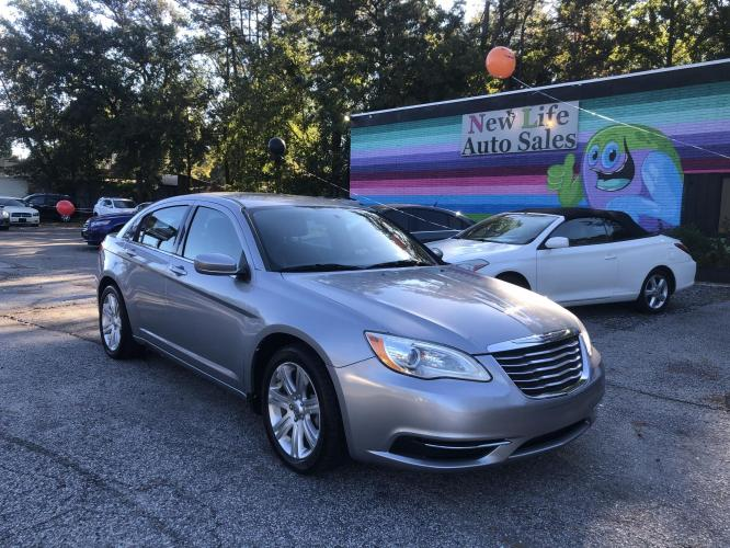 2013 CHRYSLER 200 LX - Clean inside and out! Sporty Handling!!