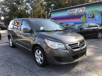 2010 VOLKSWAGEN ROUTAN SEL - Not Your Dad's VW Bus! Fully Loaded! One Owner!!