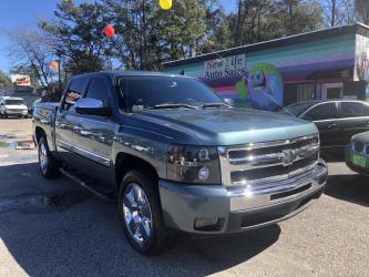 2009 CHEVROLET SILVERADO  LT Crew Cab - Extremely Clean Interior! Certified One Owner!!