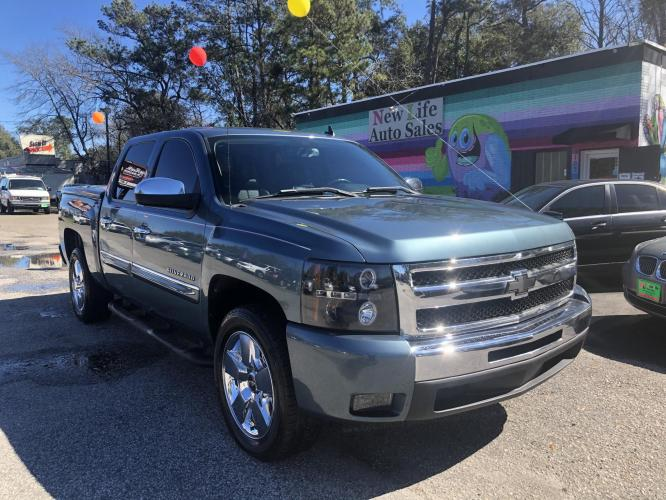 2009 BLUE CHEVROLET SILVERADO 1500 LT (3GCEC23009G) with an 5.3L engine, Automatic transmission, located at 5103 Dorchester Rd., Charleston, SC, 29418-5607, (843) 767-1122, 36.245171, -115.228050 - Photo #0