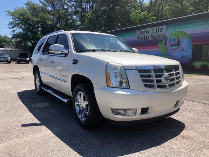 2008 CADILLAC ESCALADE LUXURY - Spacious Interior! Financing Avaliable!!