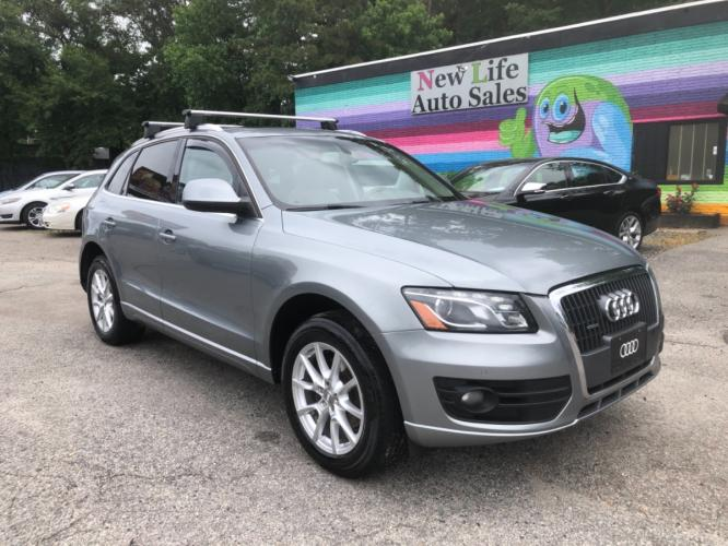 2011 AUDI Q5 PREMIUM PLUS - Luxurious & Well Equipped! Panoramic Sunroof!!